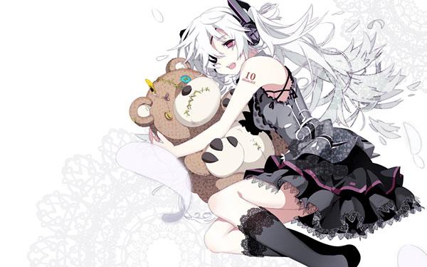 ツギハギなクマのぬいぐるみを抱く眼帯をしたミクの壁紙画像